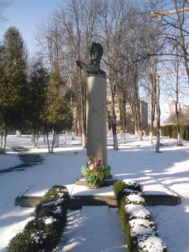 Dowschenko_Monument