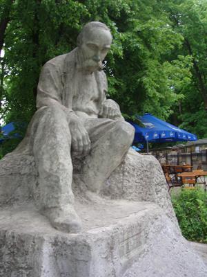 Modell des Denkmal für Taras Schewtschenko neben dem Gedächtnismuseum von Iwan Kawaleridze auf dem Andreasstieg in Kiew