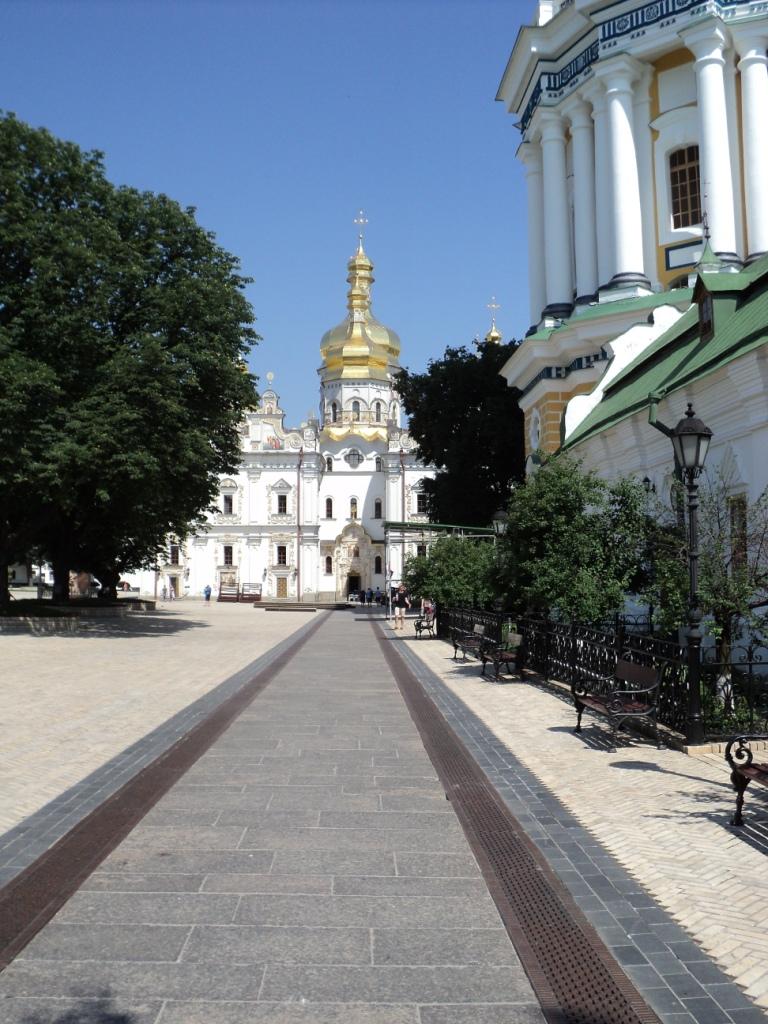Die Mariä-Hiimelfahrt-Kathedrale und der Große Glockenturm (rechts)