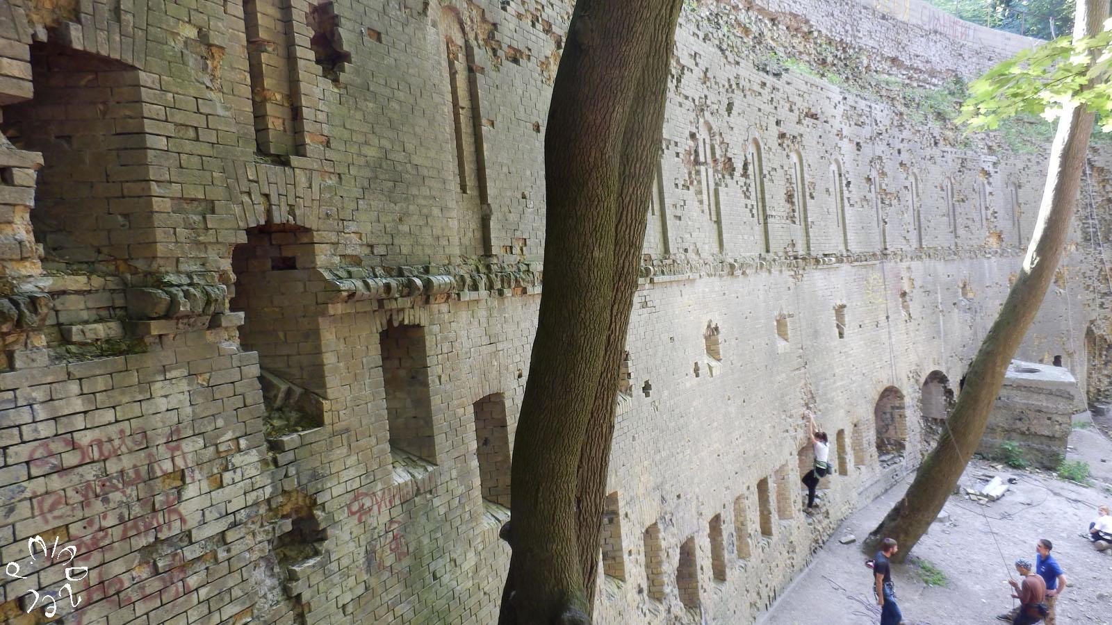 Die untere Stützmauer der Kiewer Festung