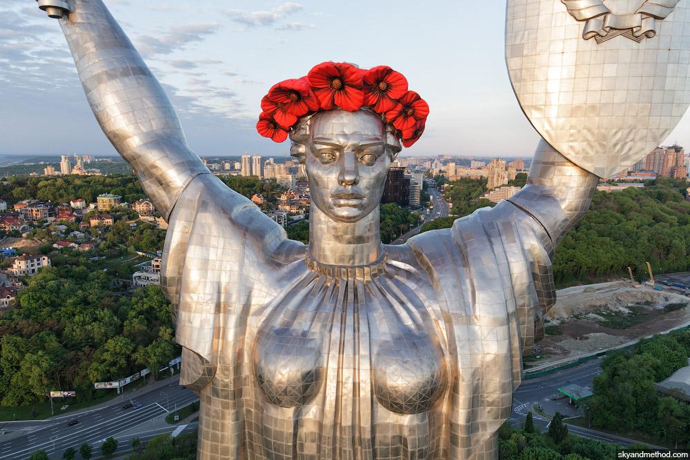 Blick auf die Mutter-Heimat-Statue