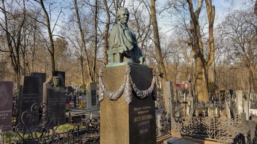 Lesja-Ukrajinka-Grabmal auf dem Bajkowe-Friedhof